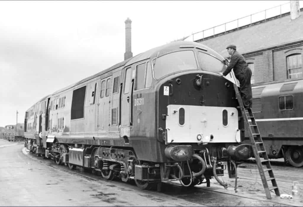 D6311-and-D6305-at-Swindon-works.-Keith-Long-1.jpg