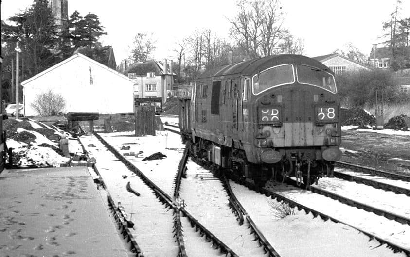 d6328-runs-round-its-train-in-witney-goods-yard-on-13-february-1968-stanley-jenkins