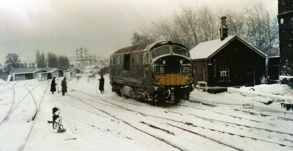 d6330-at-exeter-st-davids-being-used-for-point-clearing-duties-9-12-70-geoff-lendon